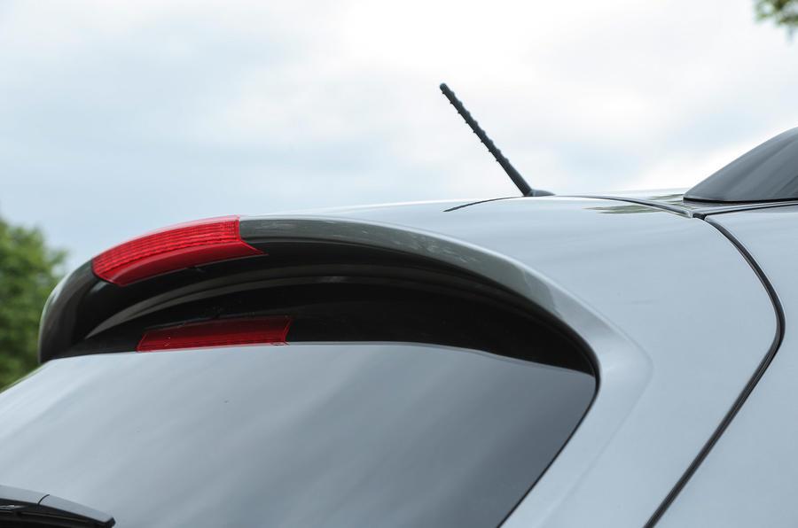 Infiniti QX70 roof spoiler
