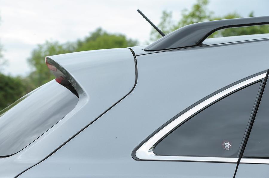 Infiniti QX70 rear window
