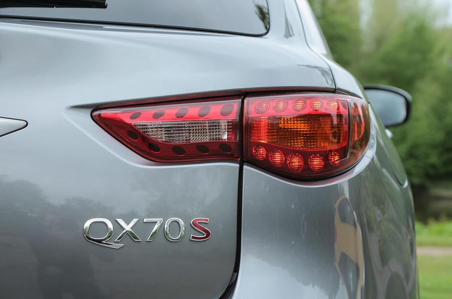 Infiniti QX70 rear light