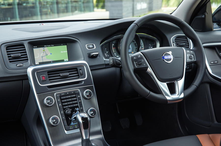 Volvo V60 Cross Country dashboard