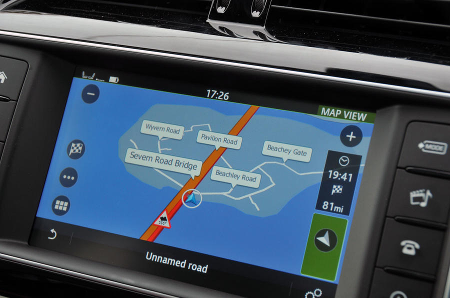 Jaguar F-Pace 8.0in sat nav