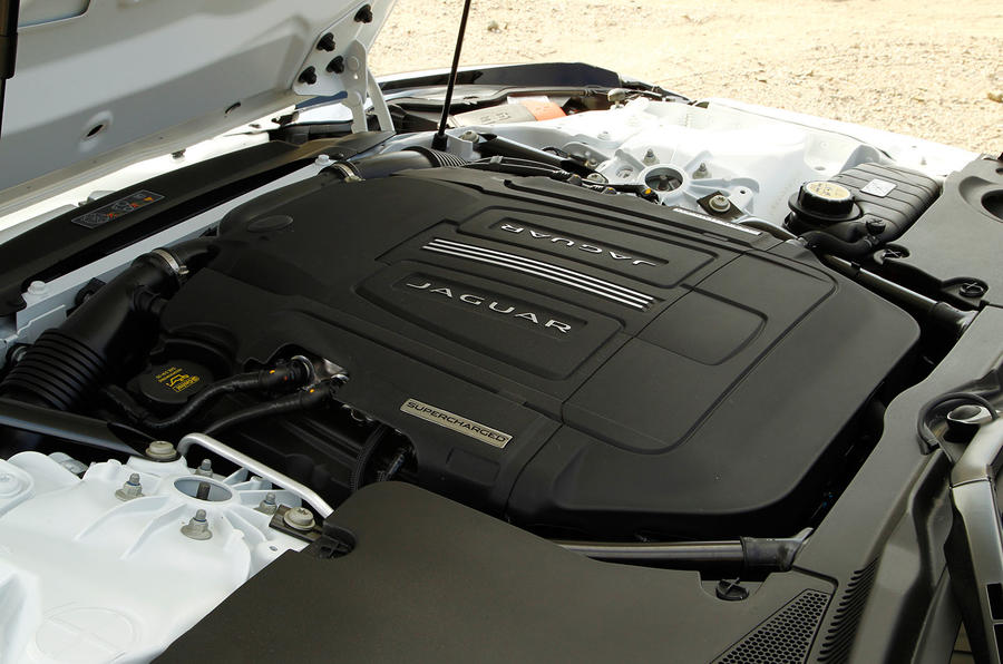3.0-litre V6 Jaguar F-type coupé engine