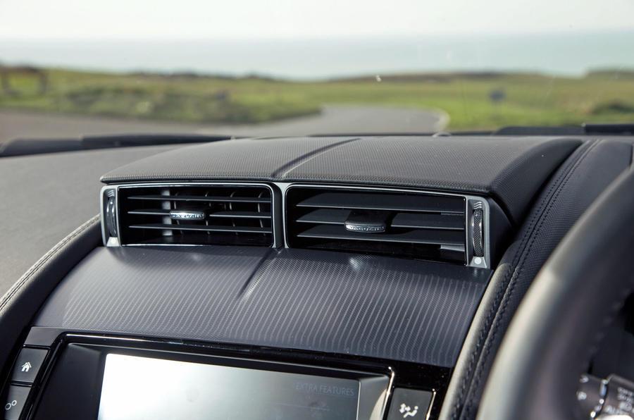 Jaguar F-Type 2.0 air vents