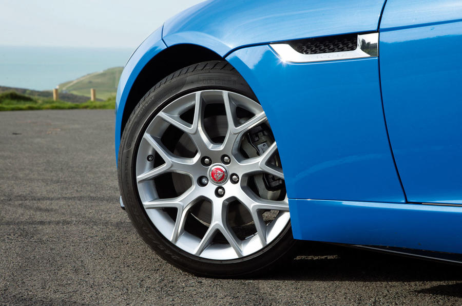 19in Jaguar F-Type 2.0 alloy wheels