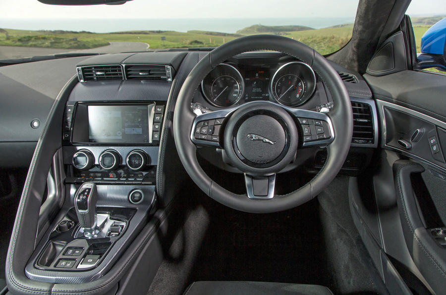 Jaguar F-Type 2.0 dashboard