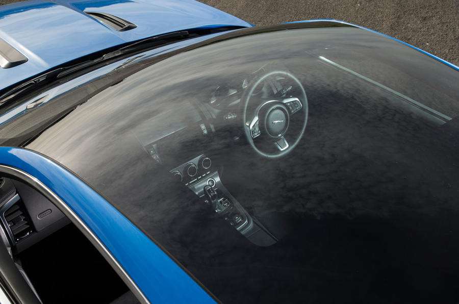 Jaguar F-Type 2.0 panoramic roof