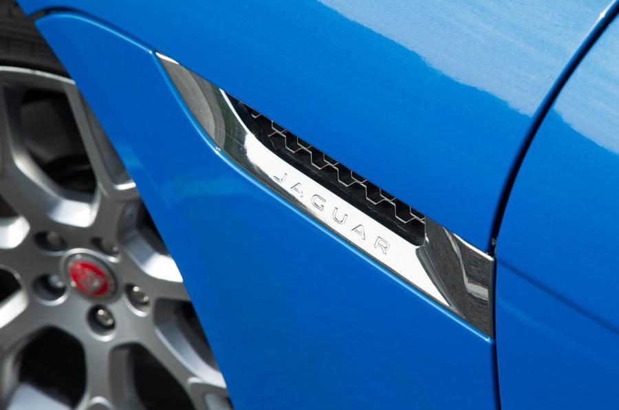 Jaguar F-Type 2.0 side vents