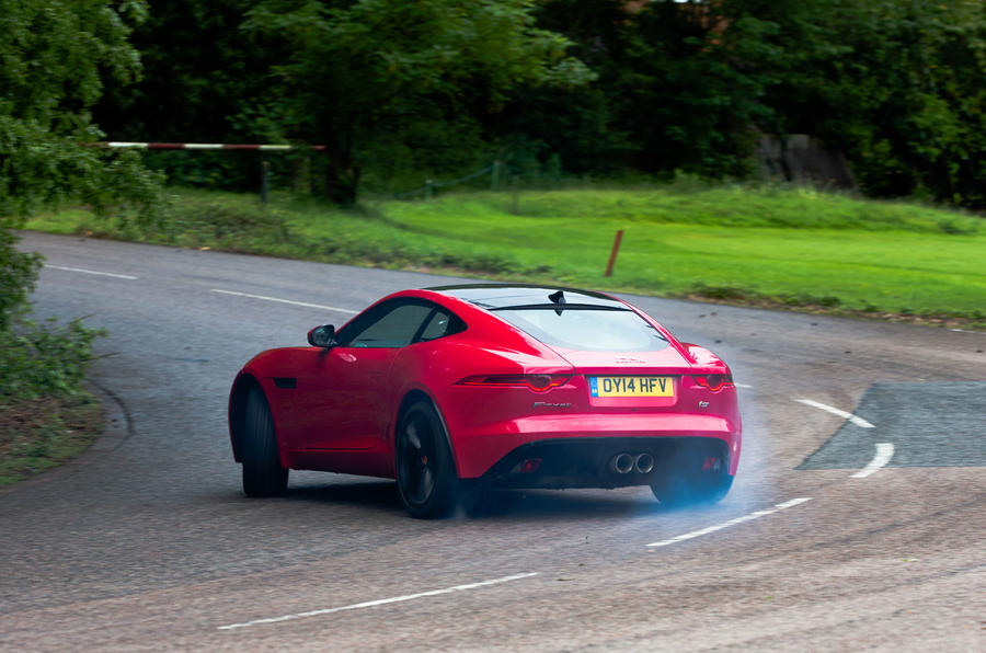 F-Type Coupé hard rear cornering