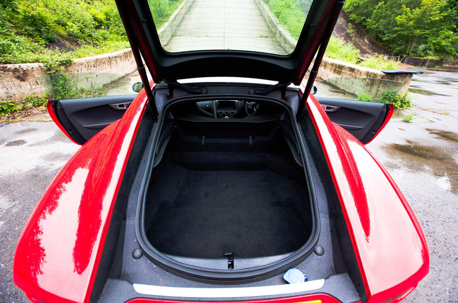 Jaguar F-Type Coupé boot space