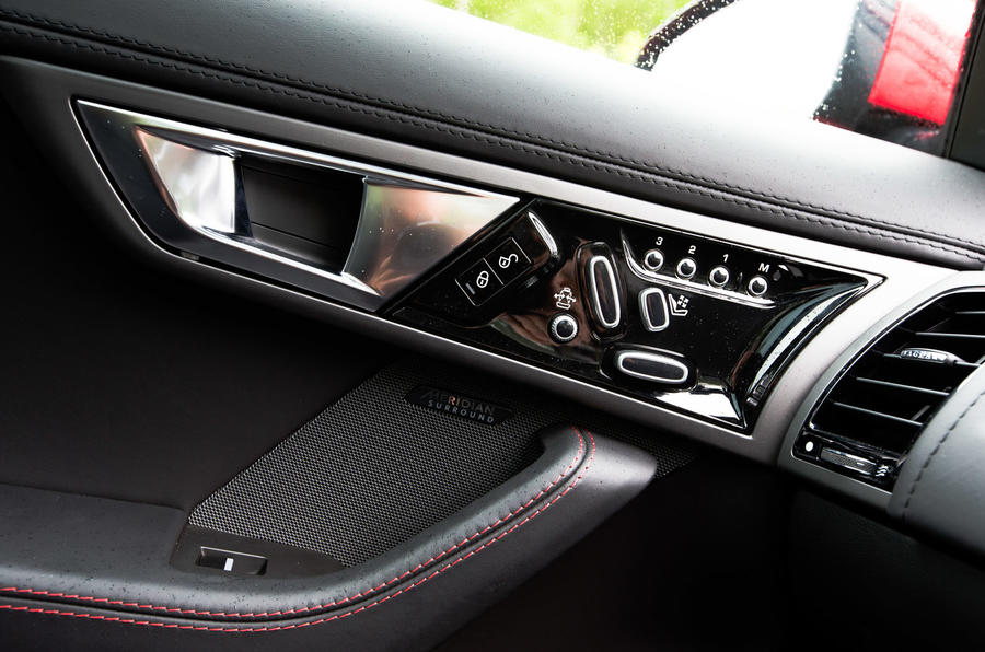 Jaguar F-Type Coupé door controls