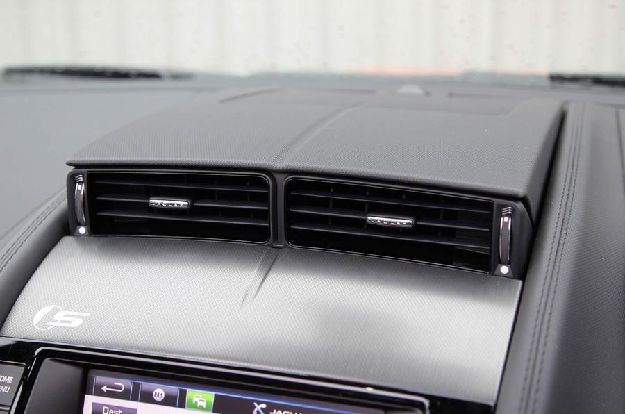 Jaguar F-Type air vents