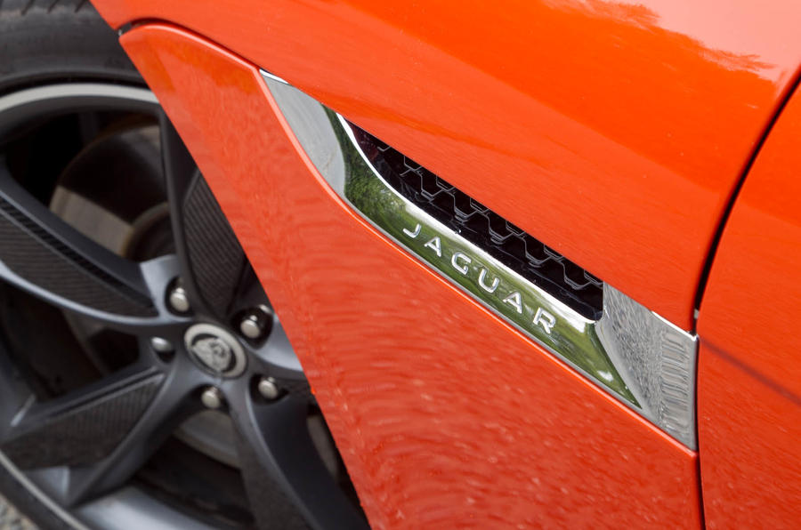 Jaguar F-Type Convertible bonnet vents