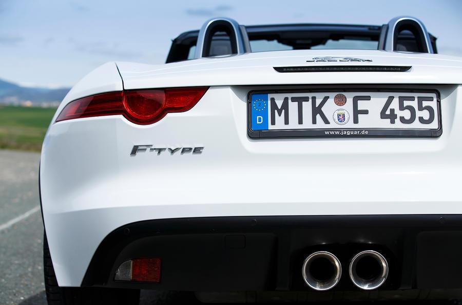 Jaguar F-type V6 twin exhaust