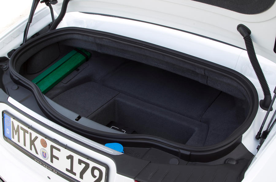 Jaguar F-type V6 S boot space