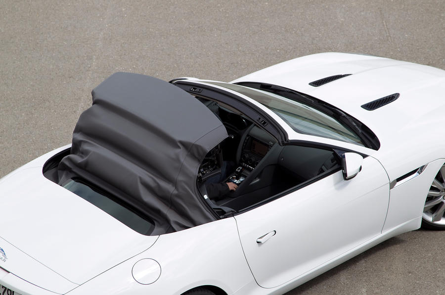 Jaguar F-type V6 S roof closing