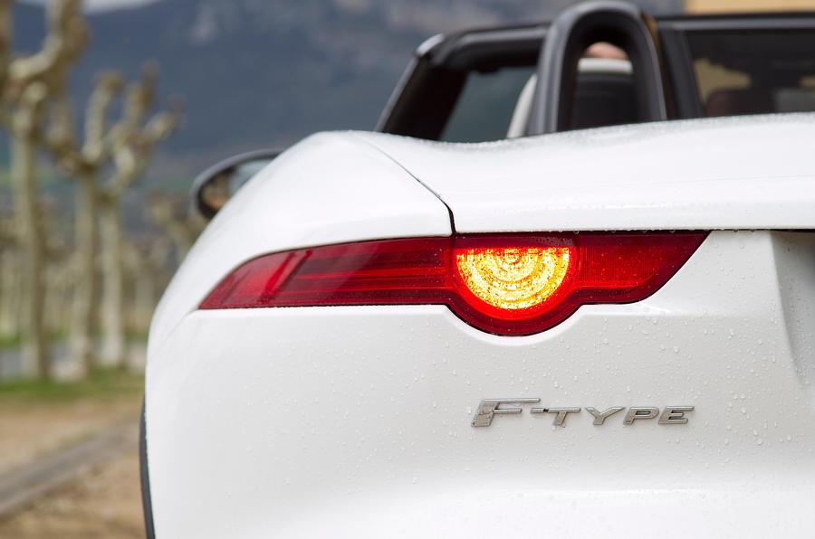 Jaguar F-type V6 S tailight
