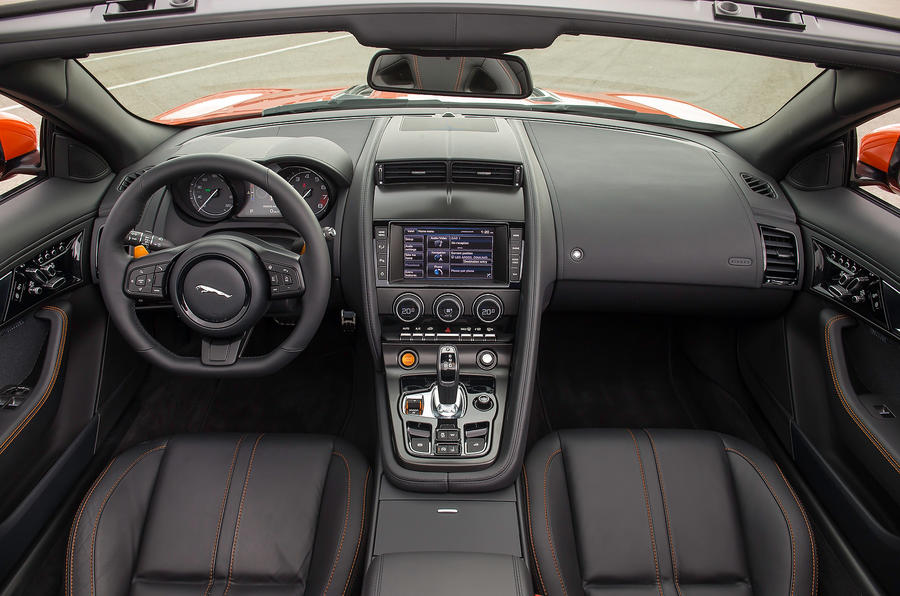 Jaguar F-type V8 S dashboard