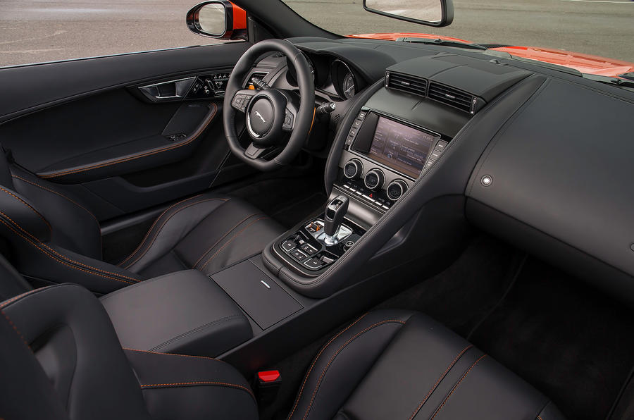 Jaguar F-type V8 S interior