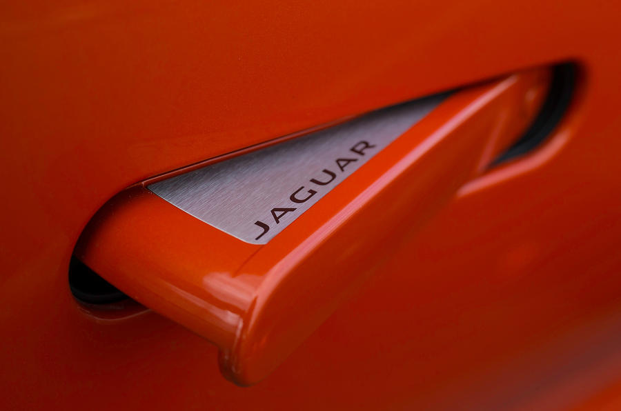 Jaguar F-type V8 S pop-out door handles