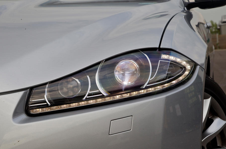 Jaguar XF bi-xenon headlights