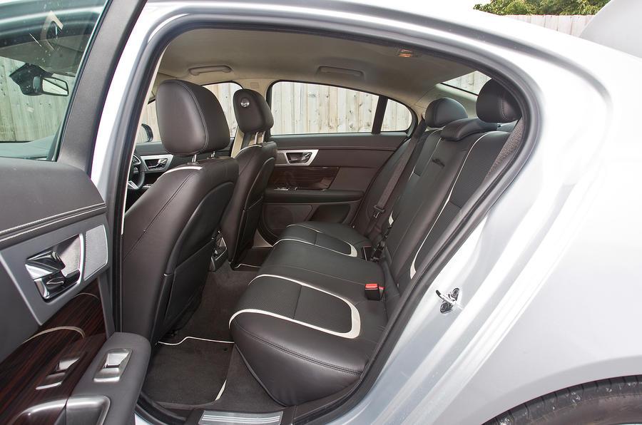 ... Jaguar XF Rear Seats ...