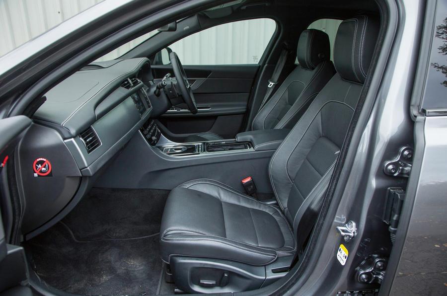 ... Jaguar XF Interior ...