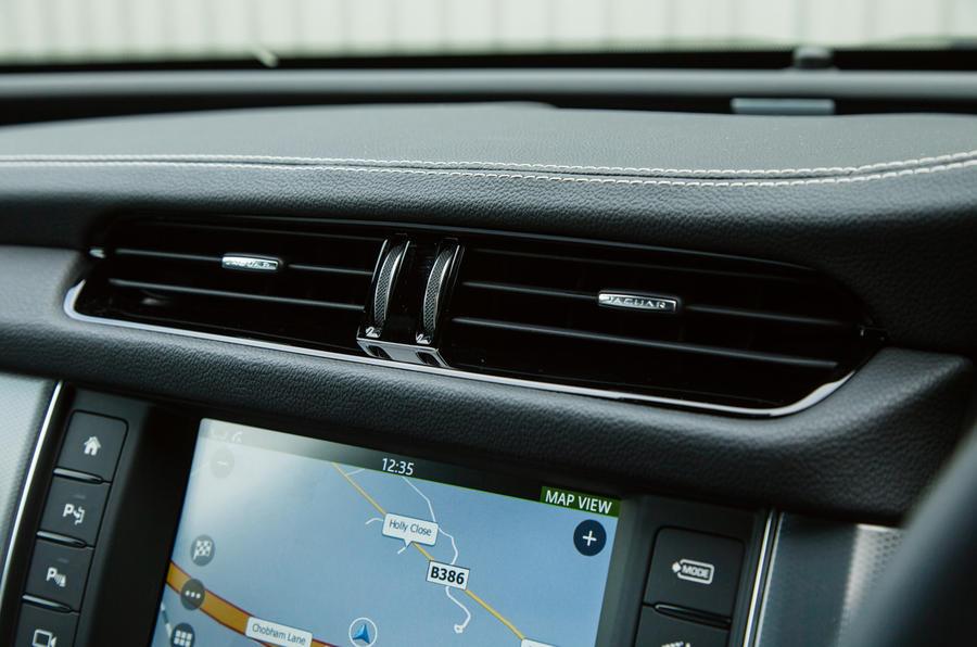 Jaguar XF non-cartwheeling air vents