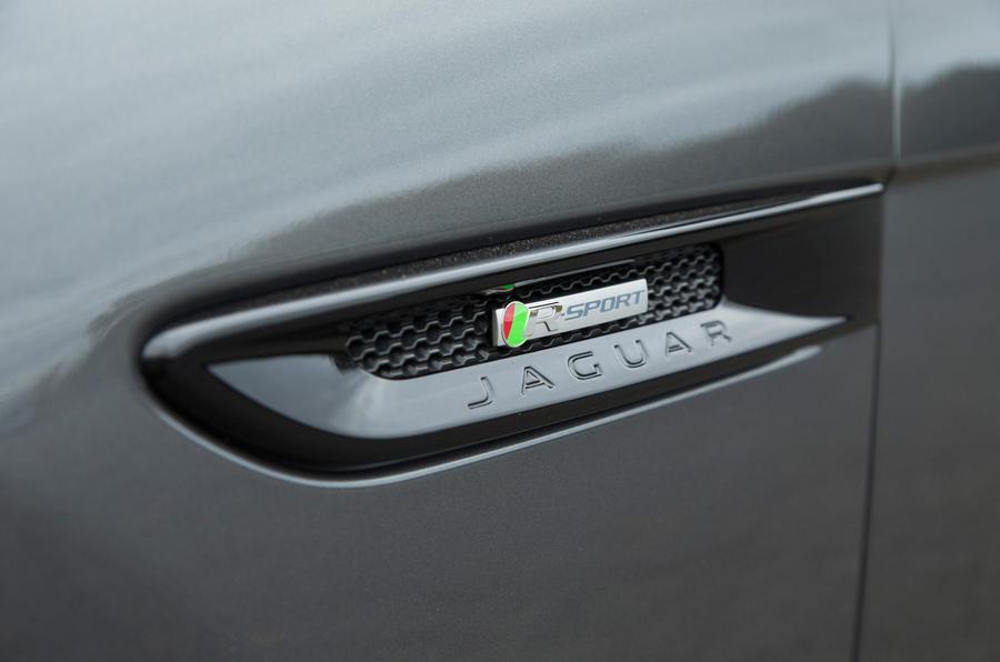 Jaguar XF side vents