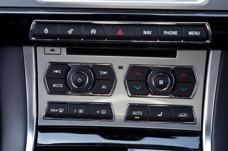 Jaguar XF Sportbrake centre console