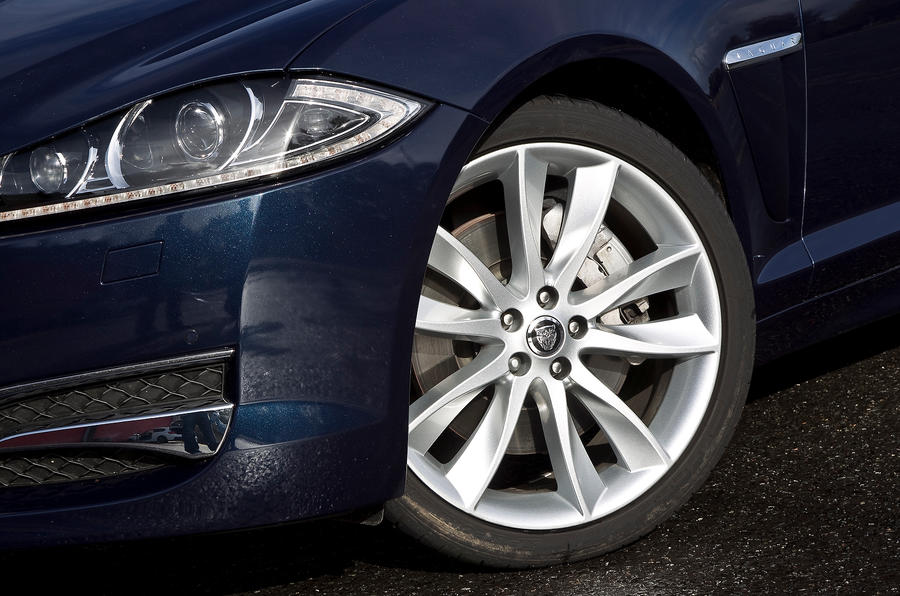 Jaguar XF Sportbrake 20in alloys