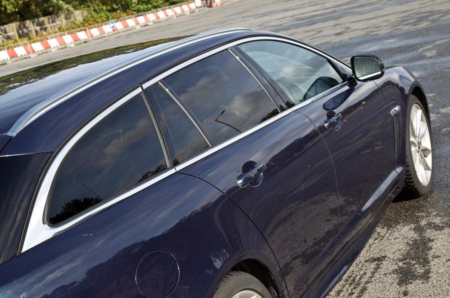 Jaguar XF Sportbrake privacy glass