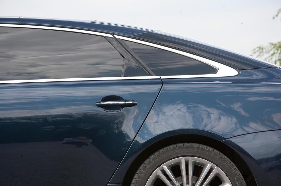 Jaguar XJ saloon C-pillars