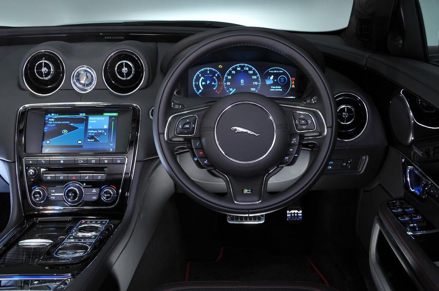 Jaguar XJ dashboard