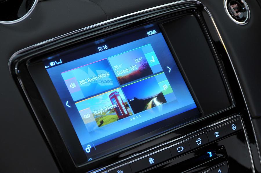 Jaguar XJ infotainment