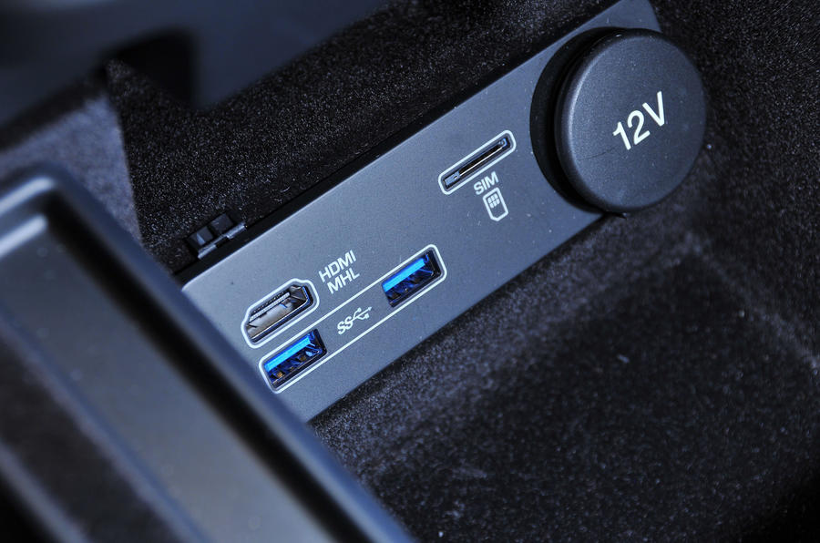 Jaguar XJ multimedia ports