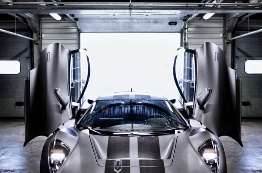 Jaguar C-X75 gullwing doors