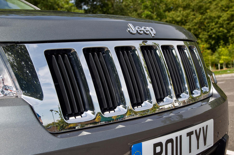 Jeep Grand Cherokee chrome grille
