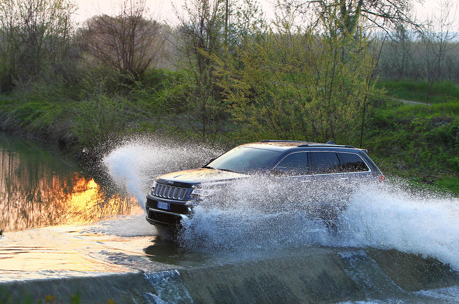 Jeep Grand Cherokee wading