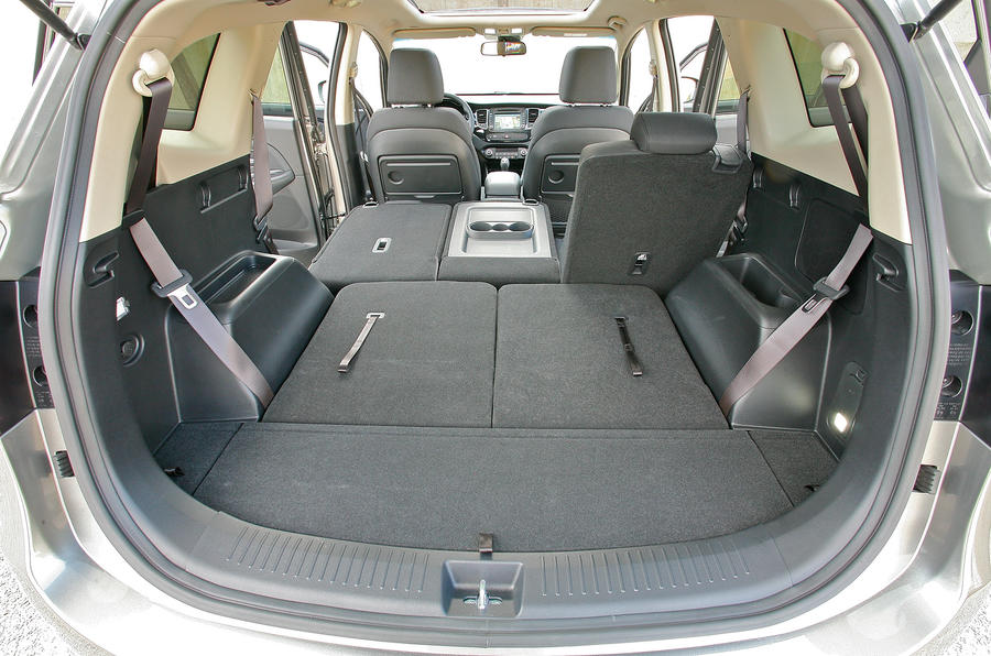 Kia Carens extended boot space