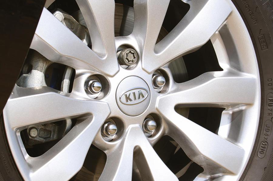 Kia Carens alloy wheels