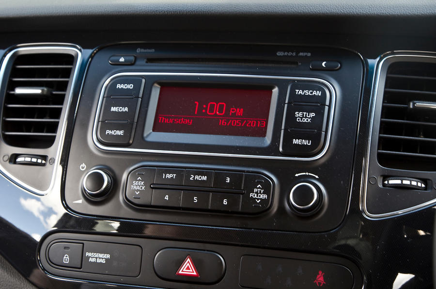 Kia Carens audio system