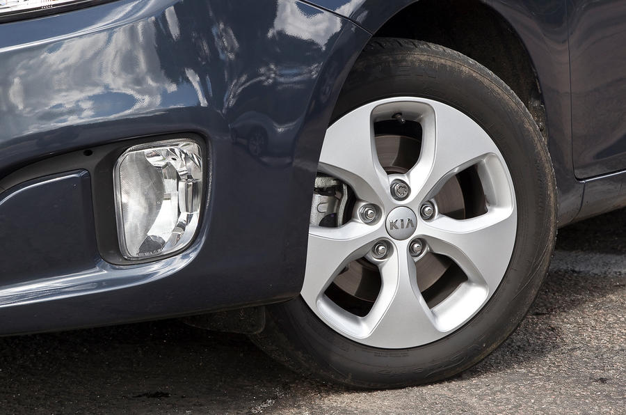 Kia Carens 16in alloy wheels
