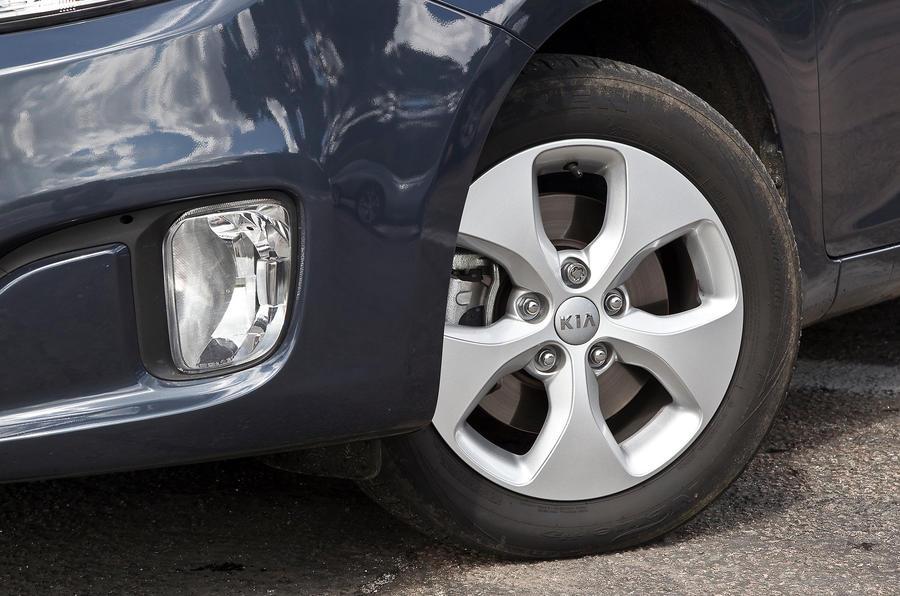 Kia Carens 16in alloy wheels
