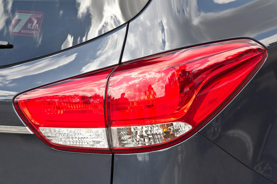 Kia Caren rear lights
