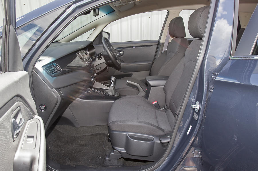 Kia Carens front seats