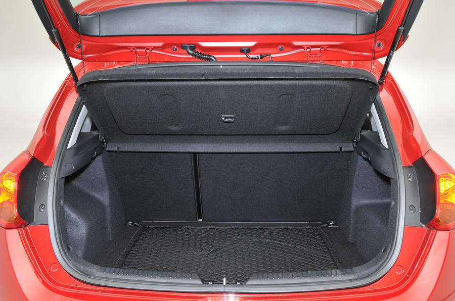 Kia Cee'd boot space