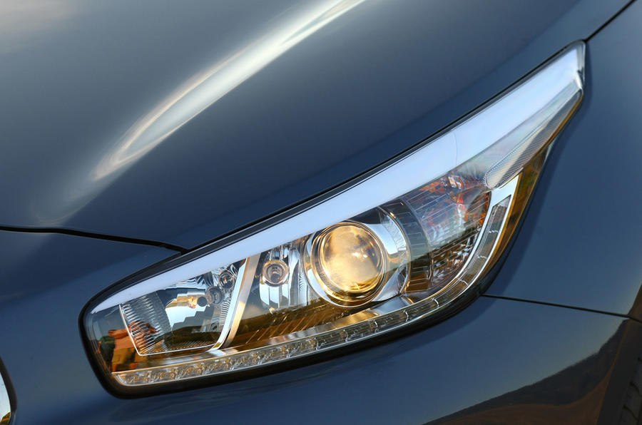 Kia Cee'd Sportswagon headlights