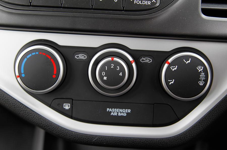 Kia Picanto climate control switchgear