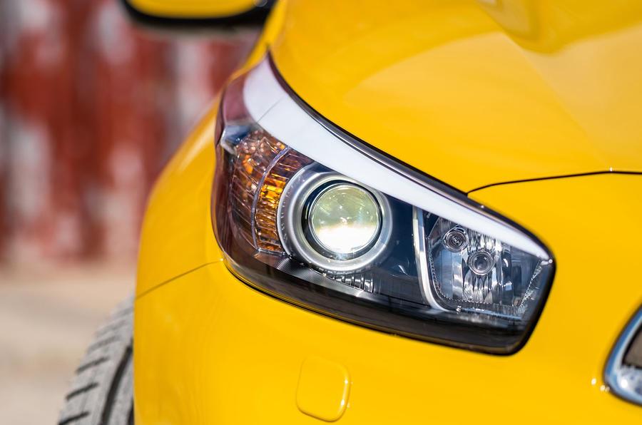 Kia Procee'd GT xenon headlight