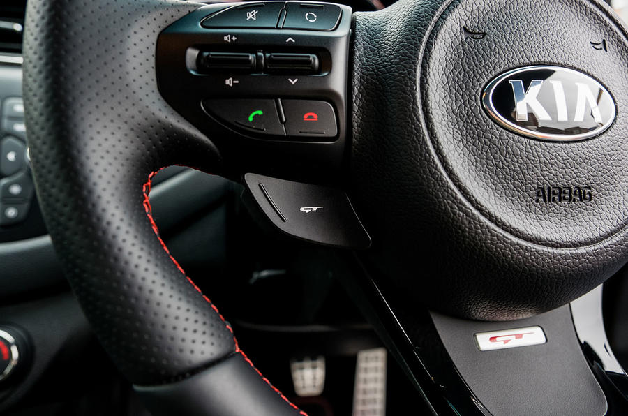 Kia Procee'd GT steering wheel controls